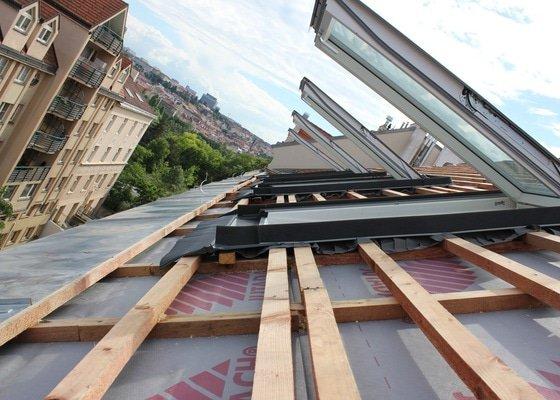 Střešní nástavba bytového domu