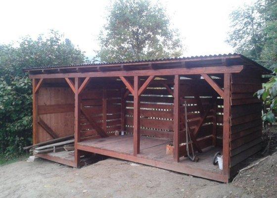 Výstavba dřevníku