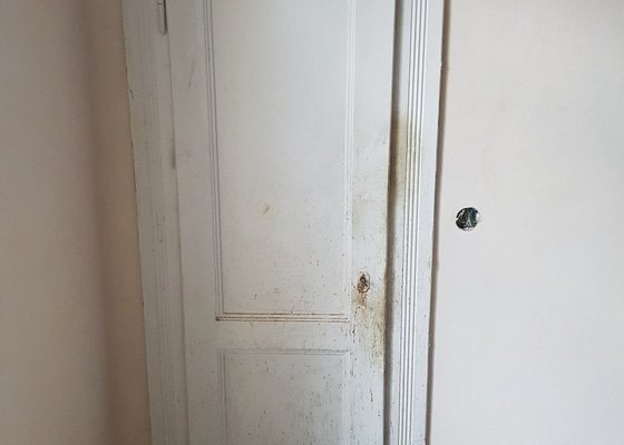 Lakování dvou oken čtyř interiérových dveří