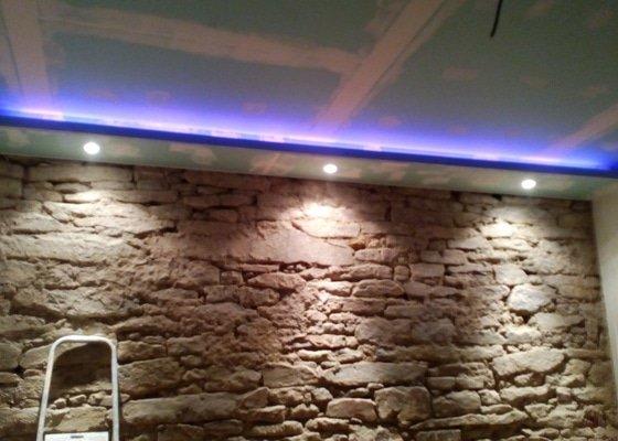 Zhotoveni SDK stropu s osvětlovací rampou