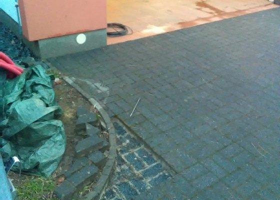 Přeložení venkovní zámkové dlažby a kabelu