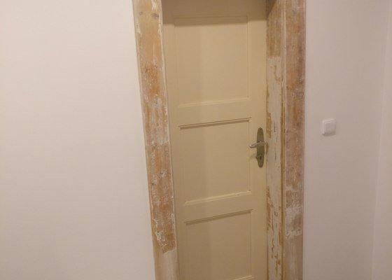Odstranění starého nátěrů ze dveří