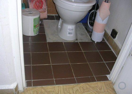 Nová dlažba na záchodě