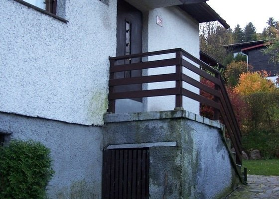 Výměna střešní krytiny a zbudování přístřešku nad vchodem