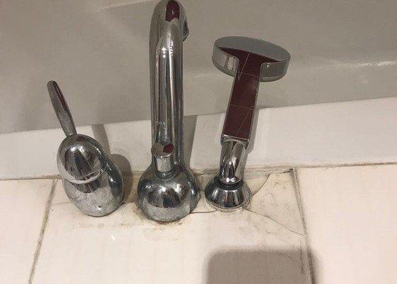 Oprava rozbitych kachliku v koupelne