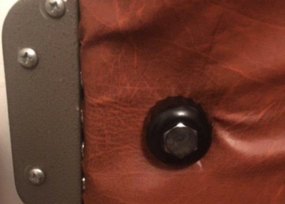 Čalounění bezpečnostních dveří v bytě- oprava/výměna čalounění