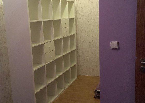 Výroba a osazení posuvných skříňových dveří do zabudované šatny