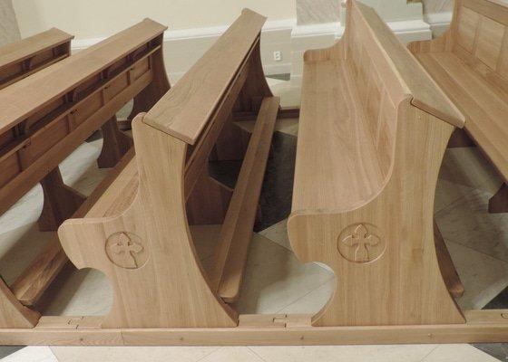 Realizace kostelních lavic
