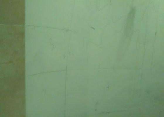 Odstranit dlažbu, úprava obkladu kolem vany, sokle