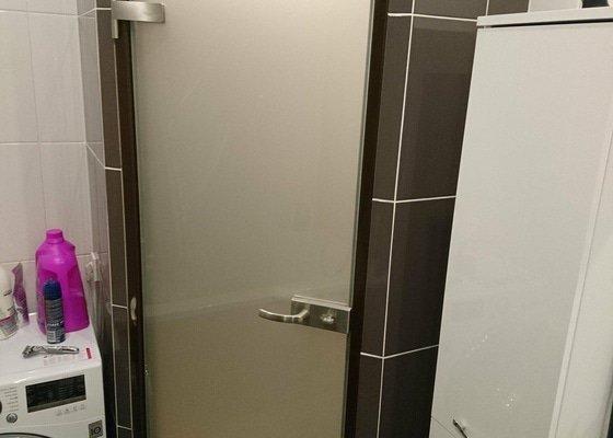 Celoskleněné dveře do koupelny