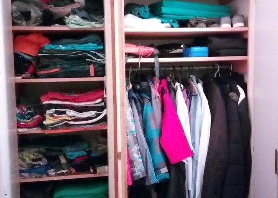 Vystavěná šatní skříň
