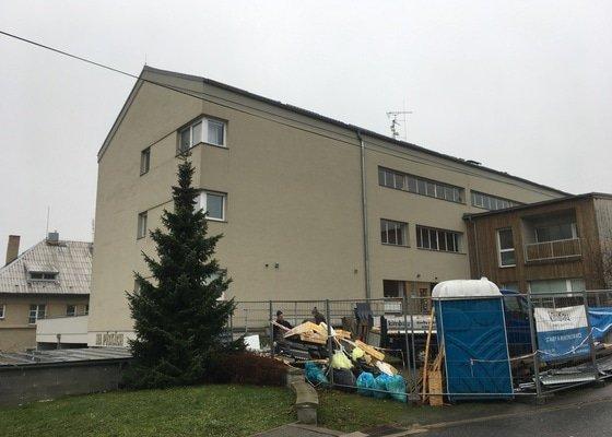 Oprava šikmé střechy bytového domu (cca 700m2)