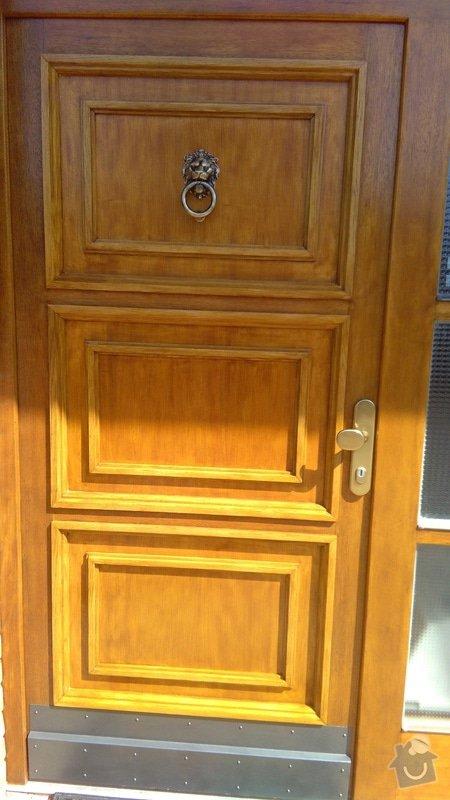 """Repase dřevěných vchodových dveří u rodinného domu. Jedná se o 10 ket staré dveře. Chtěla bych je popř. vylepšit i designově. Děkuji: Výsledek po """" renovaci """""""