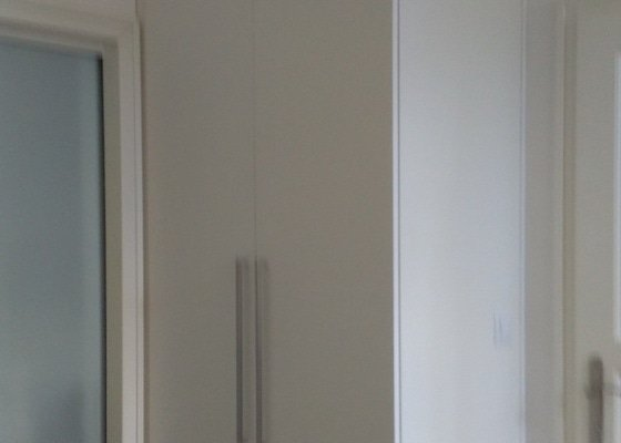 Výroba a montáž vestavěných skříní do chodby