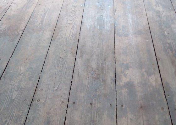 Zbroušení prkenné podlahy