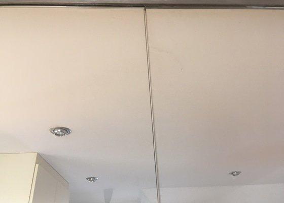 Oprava interiérových skleněných dvoukřídlých dveří