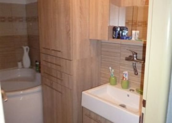 Kuchyň Pinie + koupelnový nábytek + vestavná skříň