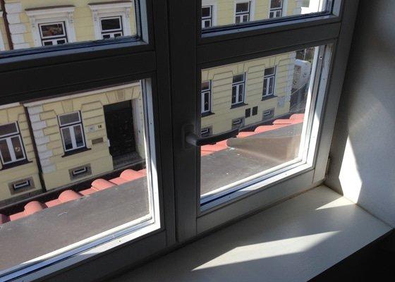 Sit do okna pro kocku