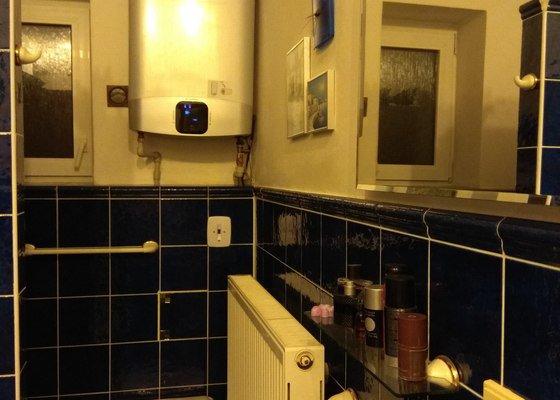 Návrh a instalace nové vany (s dvířky) a nového umyvadla a provedení souvisejících úprav.