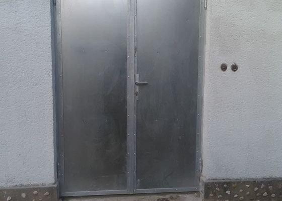 Výměna venkovních dveří u dílny