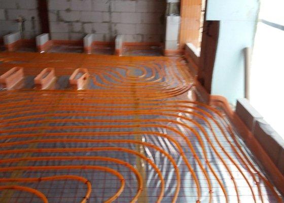 Lití anhydritovych a betonovych podlah