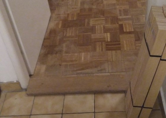 Broušení dřevéné podlahy (tenká mozaika)