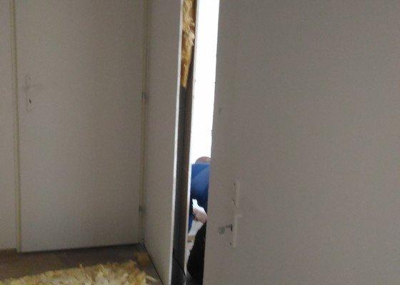 Sádrokartonářské práce - vyříznutí a zazdění dveří