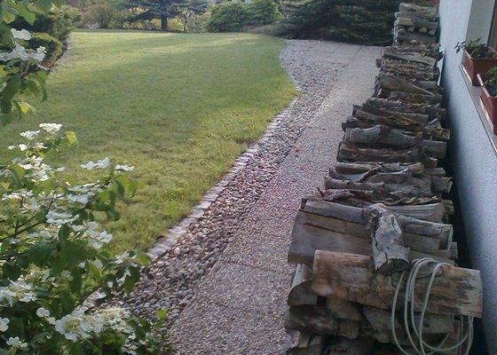 Úklid zahrady po zimě a částečný prořez keřů a tůjí