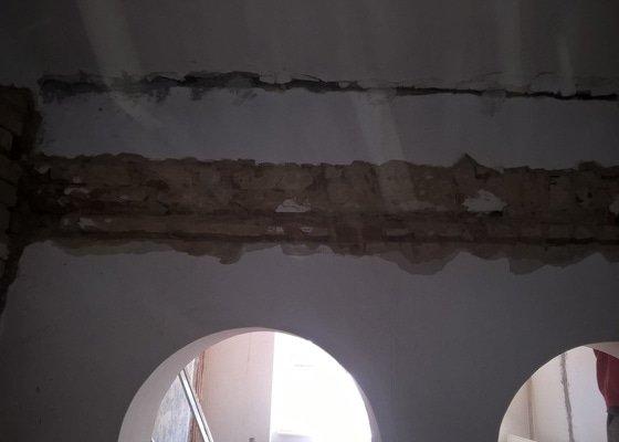 Vybouraní otvorů v nosné stěne