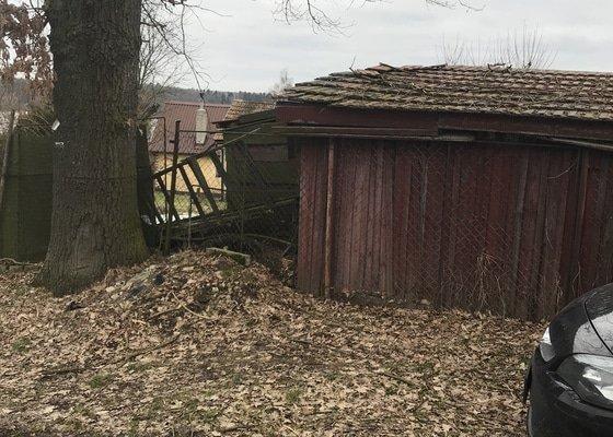 Postavení pletivového plotu, zbourání dřevěné boudy
