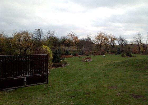 Pravidelná údržba okrasné zahrady.