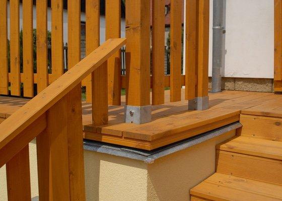 Realizace vyvýšené terasy s pergolou ve svahu