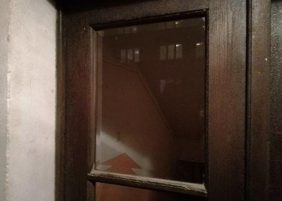 Lakování venkovních dveří a zárubní