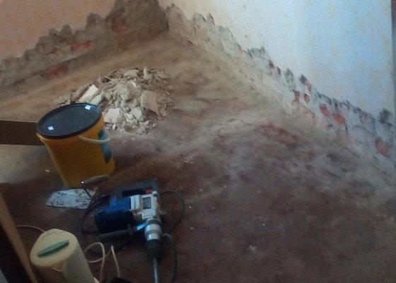 Oprava zdi - omitky 2 pokoje, vymena 1okno+dvere