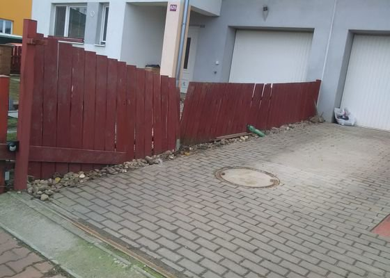 Stavba plotu (3 plotové pole) cca 8 m