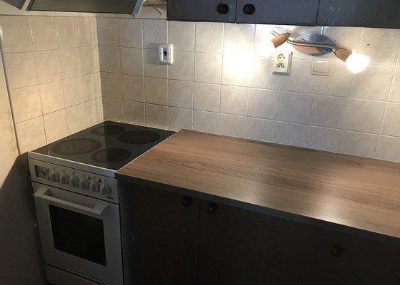 Výměna kuchyňské pracovní desky, dřezu a baterie