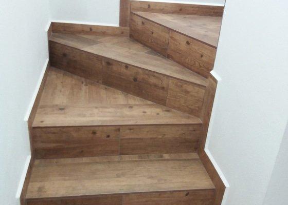 Dlažba chodba a obklad schodů