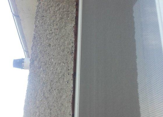 Zapěnění plast.oken+ oprava špalet z vnější části domu