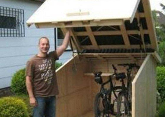 Dřevěný přístřešek na kola