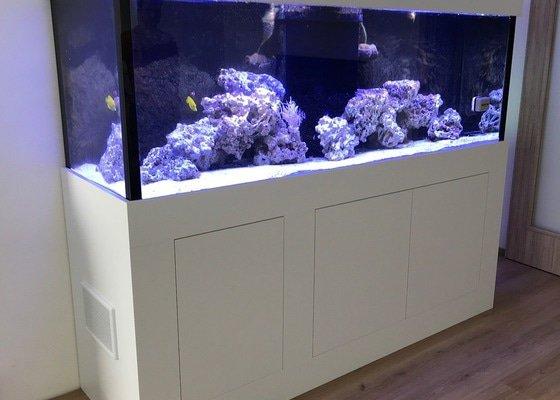 Obložení akvária
