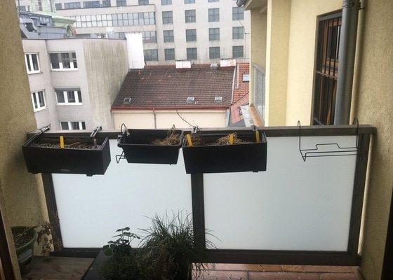 Instalace sítě proti holubům, úklid po holubech
