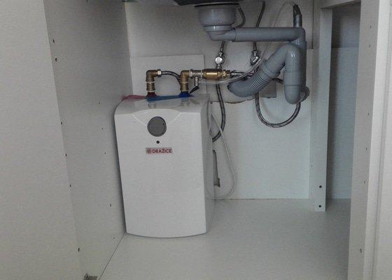 Instalatér - napojení dřezů, montáž průtokového ohřívače