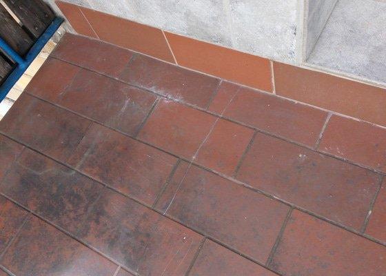 Odstranění dlaždic z balkonu