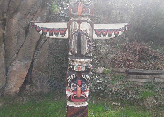 Výroba indiánského totemu