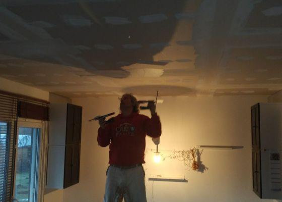 Oprava štuků a maleb, sádrokarton podhled 20m2