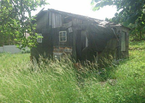 Demolice zahradní chaty