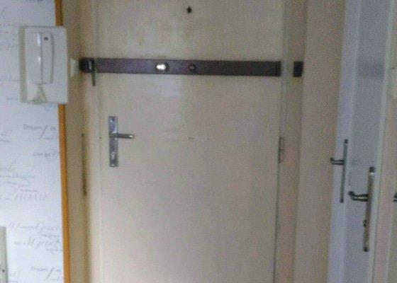 Renovace a odhlučnění vchodových dveří