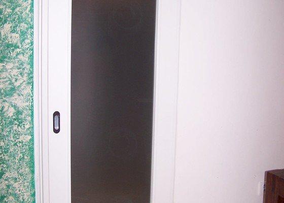 Dveře do pouzdra a posuvné dveře na stěnu
