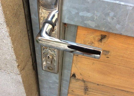 Oprava dveře na zahradu