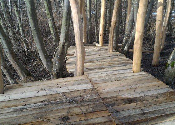 Dřevěné zastřešení hřiště